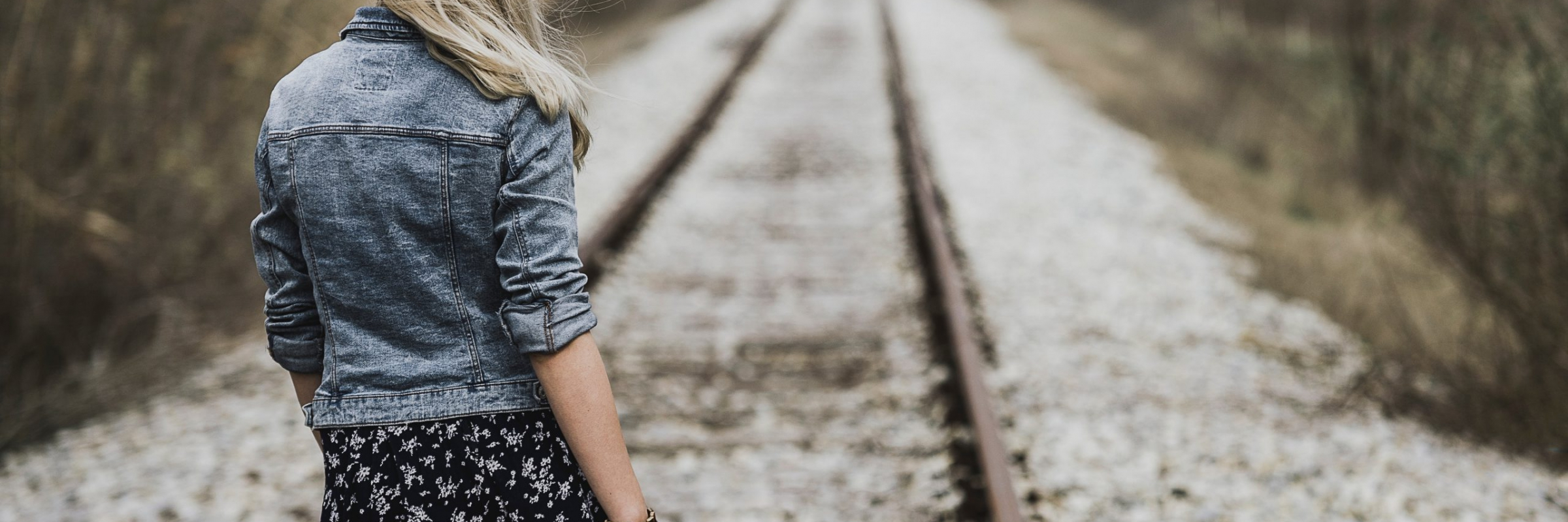 woman-standing-on-railroad-983197